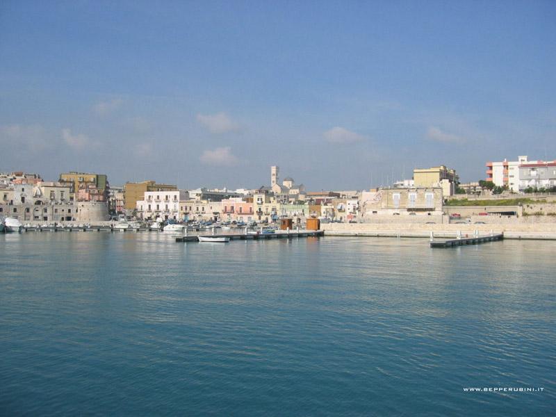 Nuova scuola in piazza Levante - Puglia